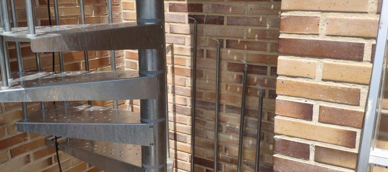 Artybel-escalera-caracol-exteriores-acero-galvanizado-d-120-cm