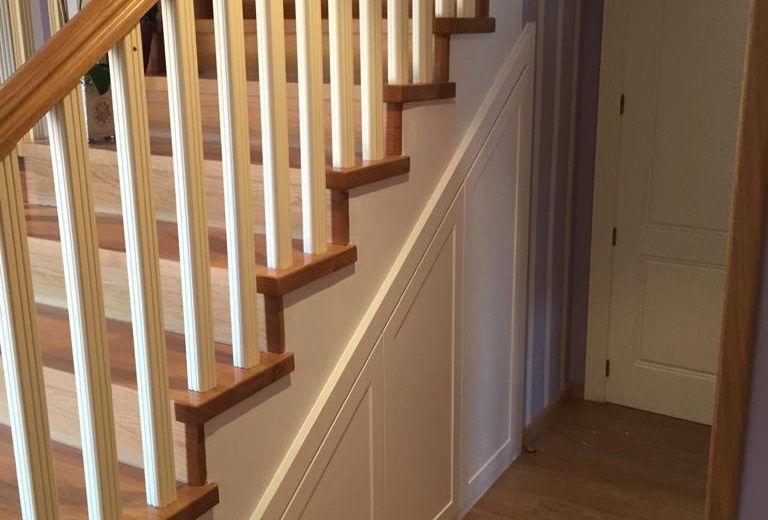 Artybel-armario-a-medida-bajo-escalera..