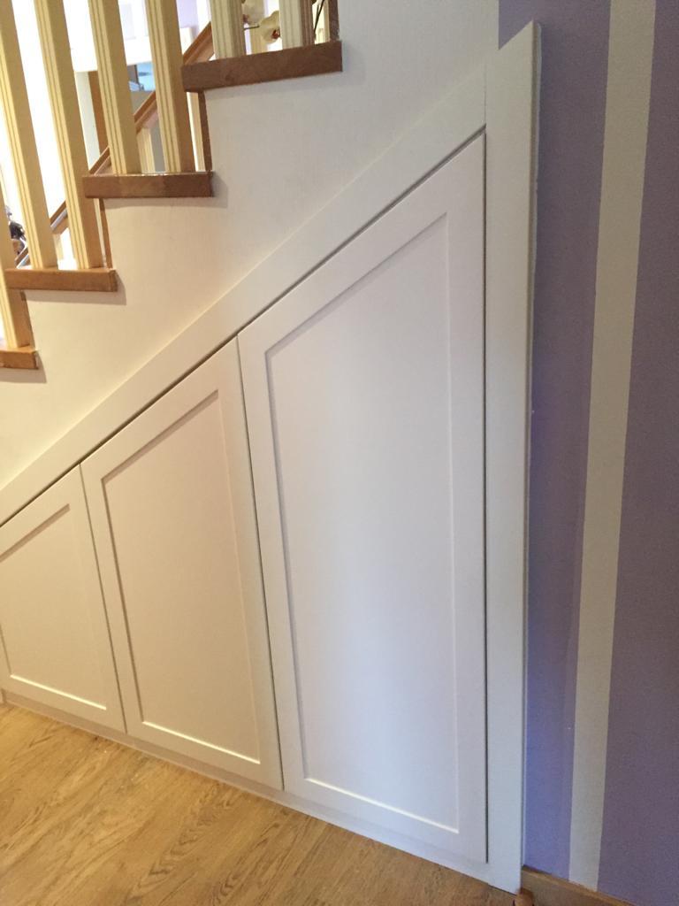 Artybel-armario-a-medida-bajo-escalera.