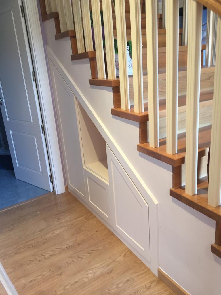 Artybel-armario-a-medida-bajo-escalera
