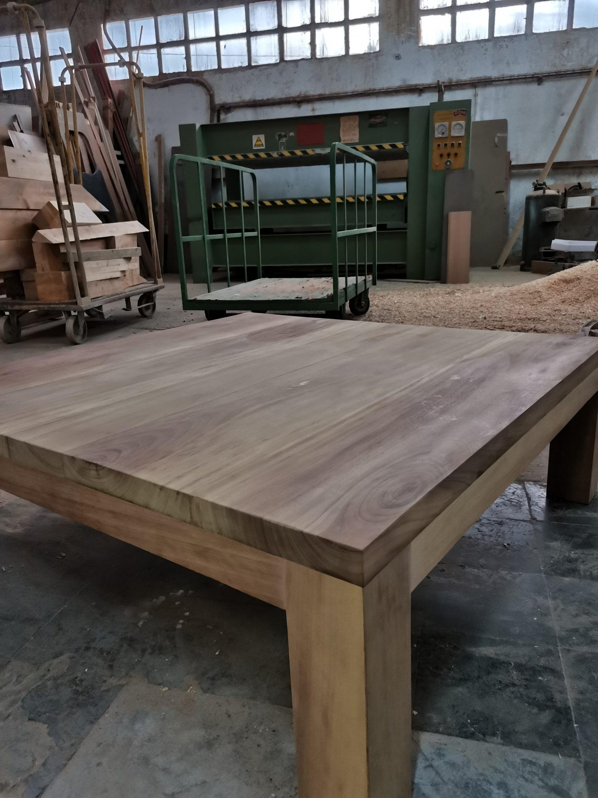 Artybel-mesa-de-centro-madera-maciza-Iroko.