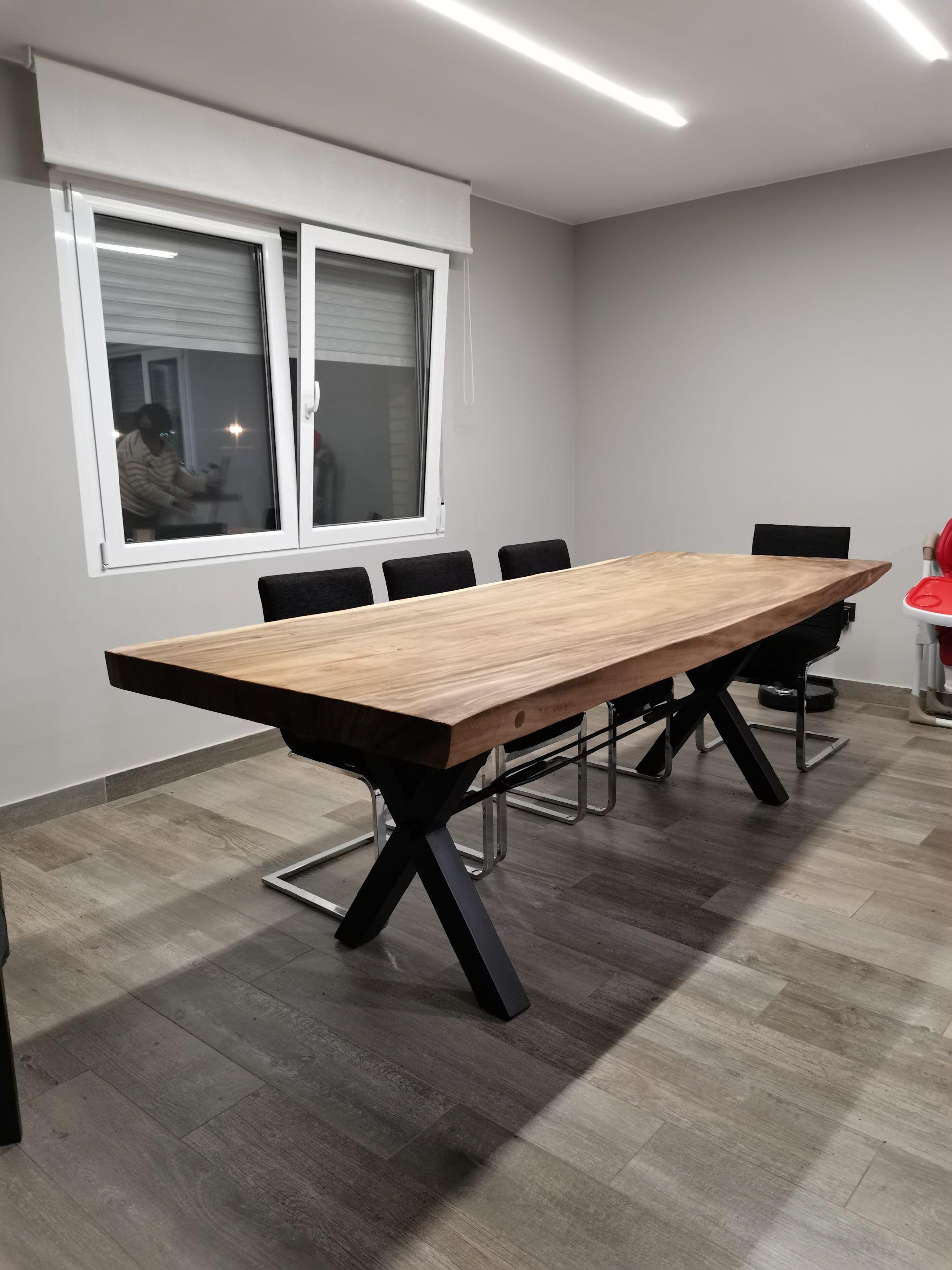 Artybel-mesa-maciza-una-pieza-madera-suar-pata-metalica