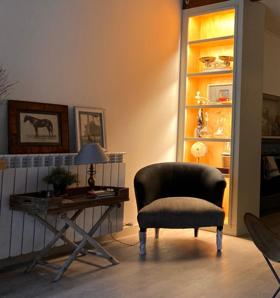 Artybel-estanteria-con-iluminacion-1