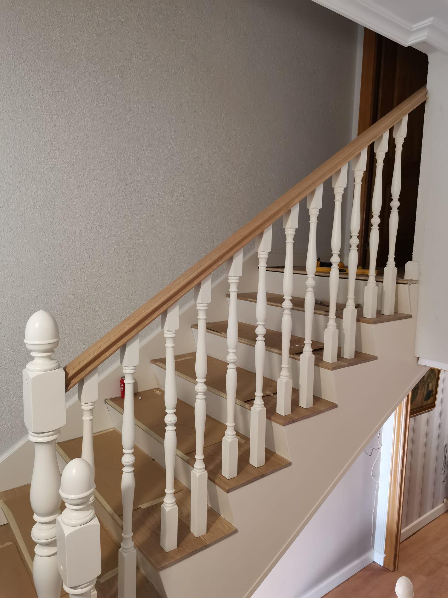 Artybel-forrado-lateral-escalera-panel-mdf-lacado-blanco.